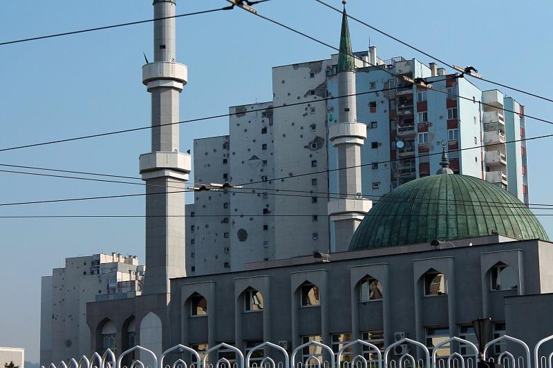Ostrzelane Domy meczet w sarajewie