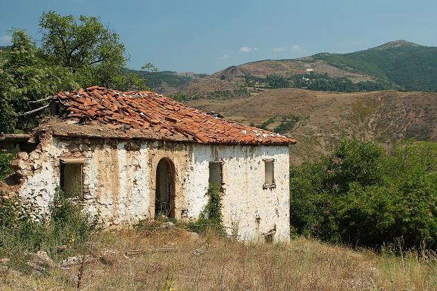 Porzucone domy na bałkanach Albanii