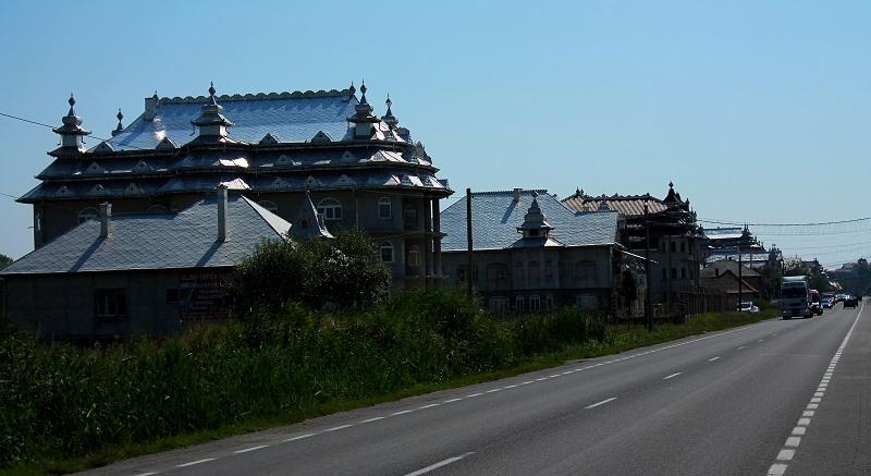 cygańskie pałace Huedin