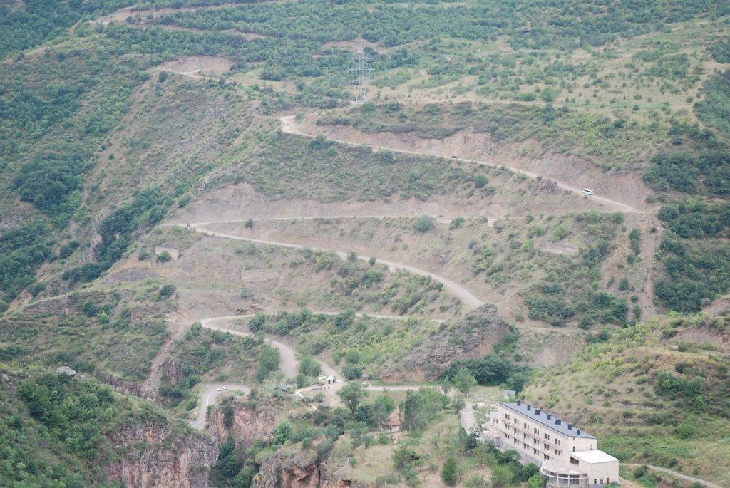 Podjazd pod monastyr Tatew