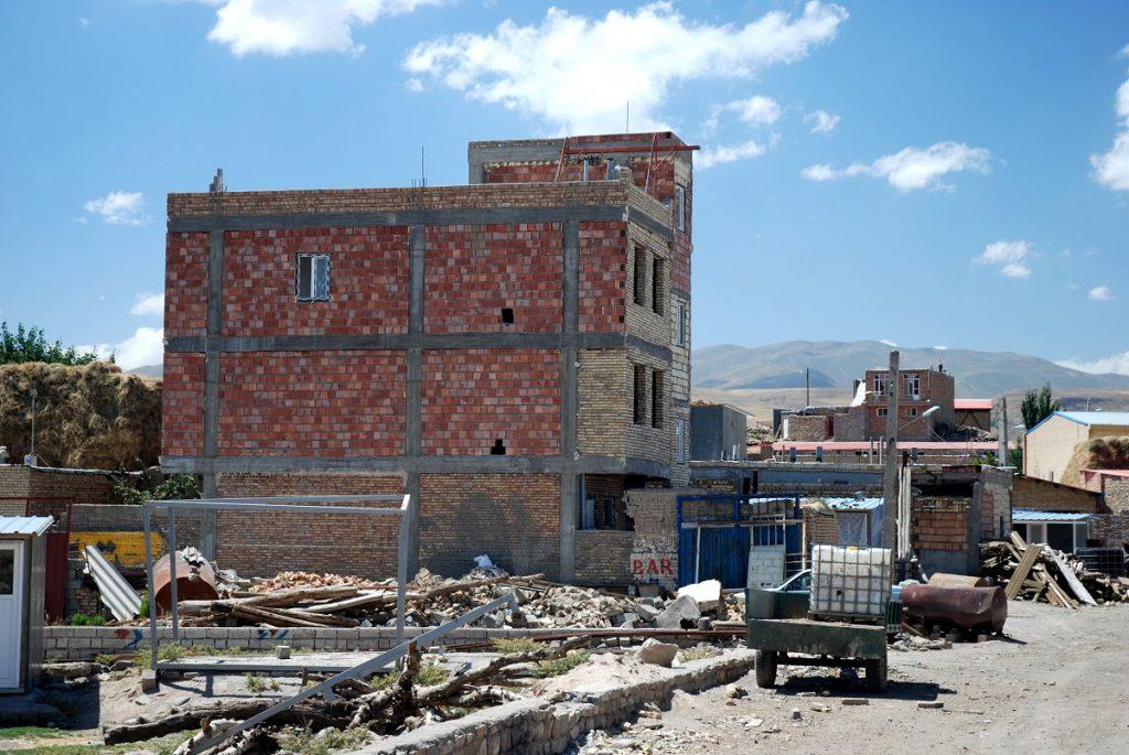 Domy po trzęsieniu ziemi Iran