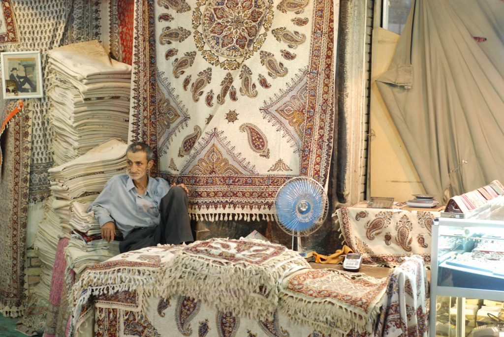Sklep z perskimi dywanami Iran bazar