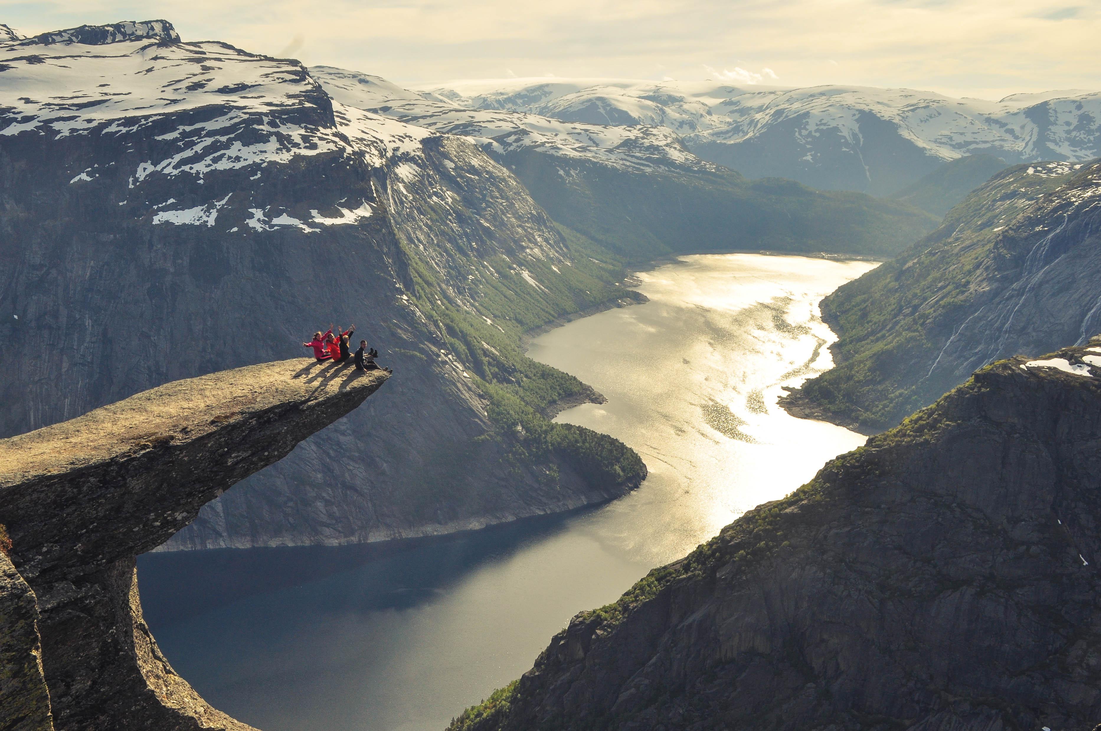 Trolltunga Język trola Norwegia półka skalna