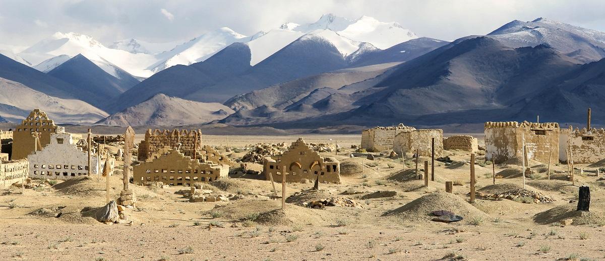 Cmentarz położony niedaleko Murghabu - Tadżykistan.