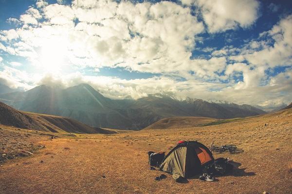 Nocleg w górach w namiocie