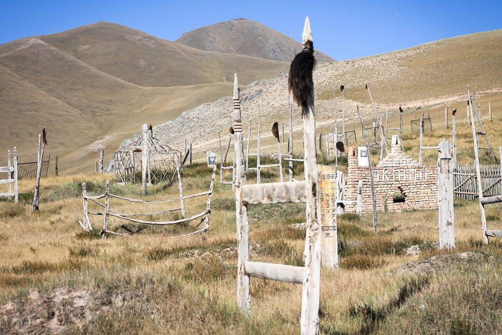 Im biedniejszy region, tym cmentarze bardziej ubogie. Tutaj już nie ma mauzoleów, ani tym podobnych grobowców...