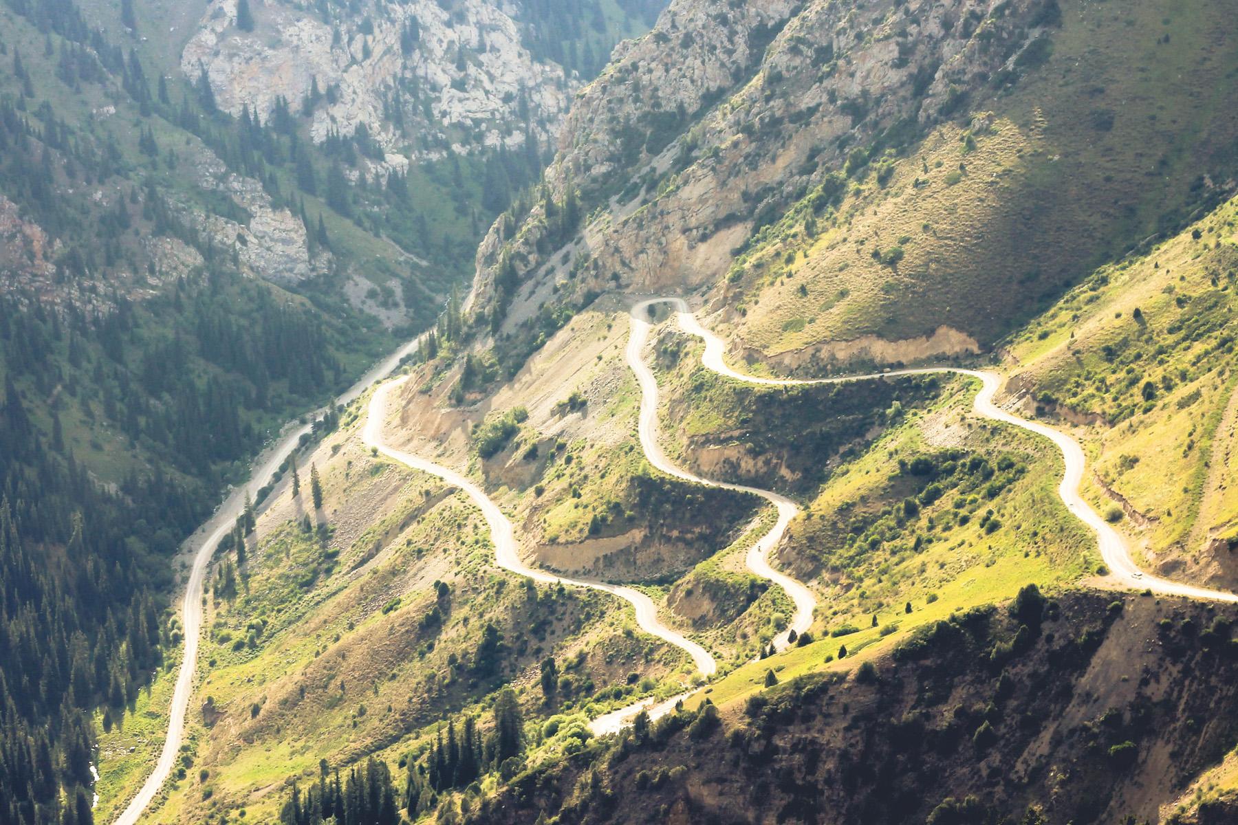 Środkowy kirgistan serpentyny droga
