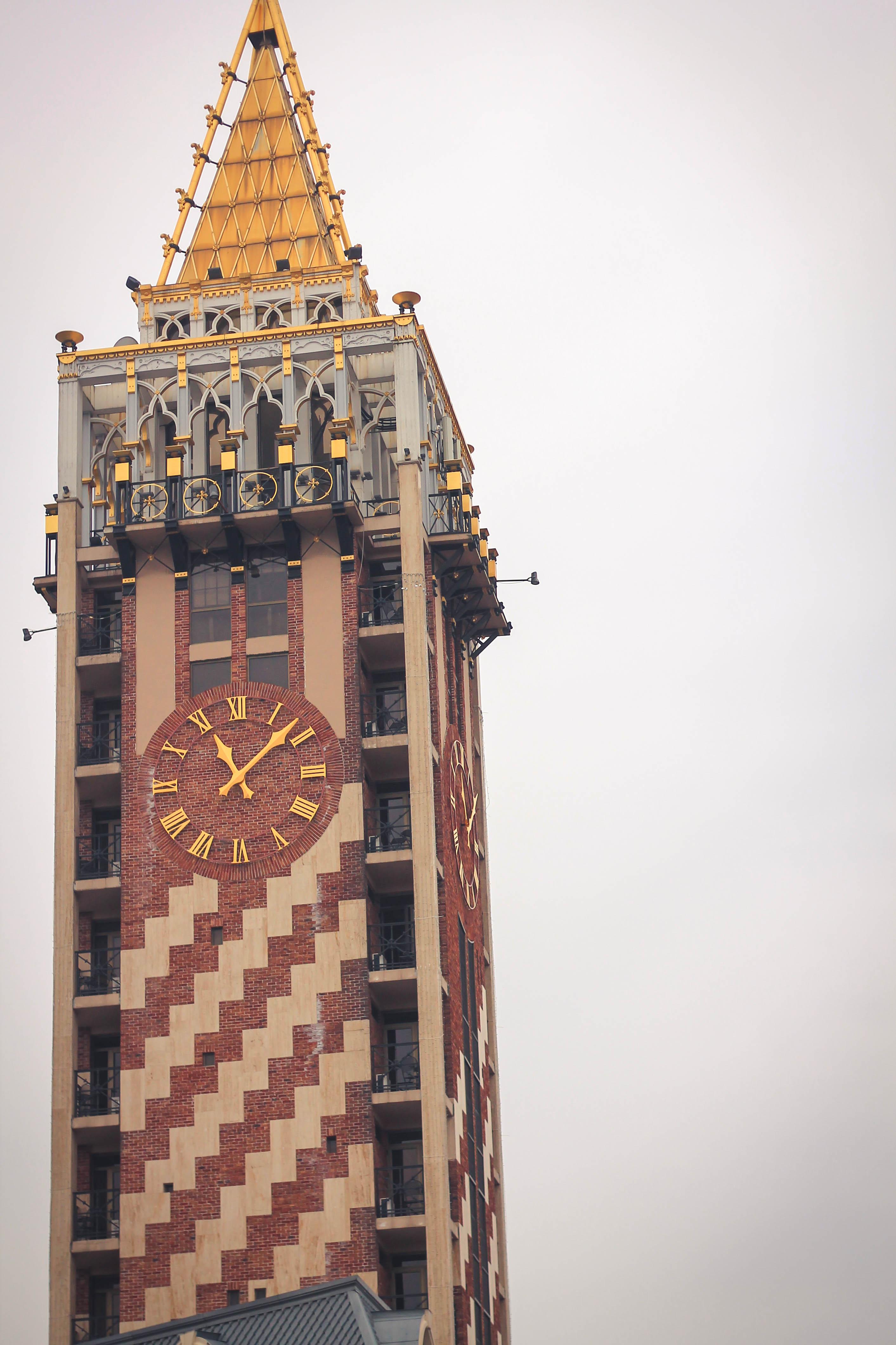 Są tez inne wieże złotem pokrywane.