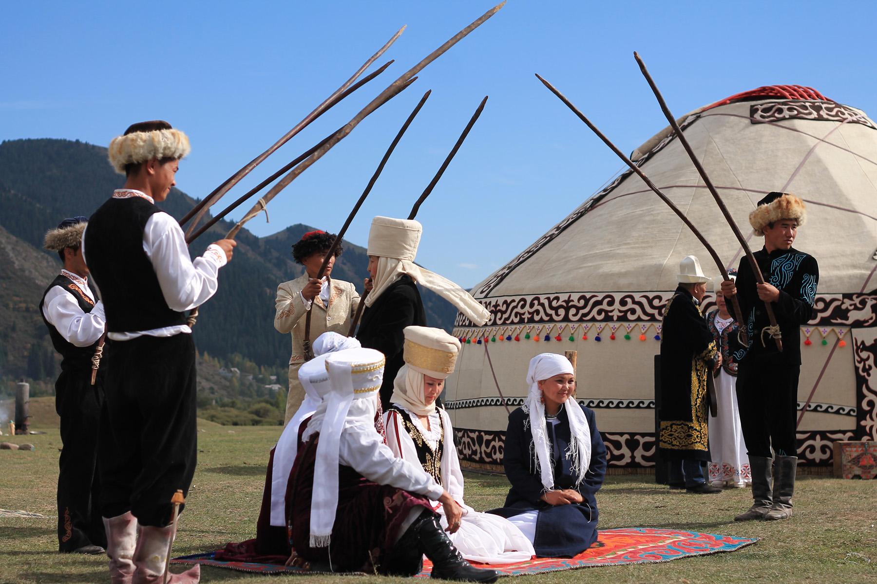Ceremonia zaślubin panny młodej. Kirgistan.