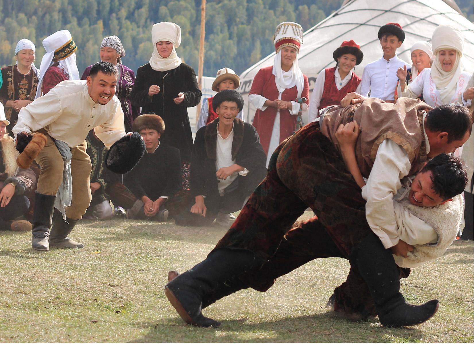 Kirgiskie zapasy. Coś jest w dynamice tego zdjęcia,  że jakoś szczególnie mi się podoba.