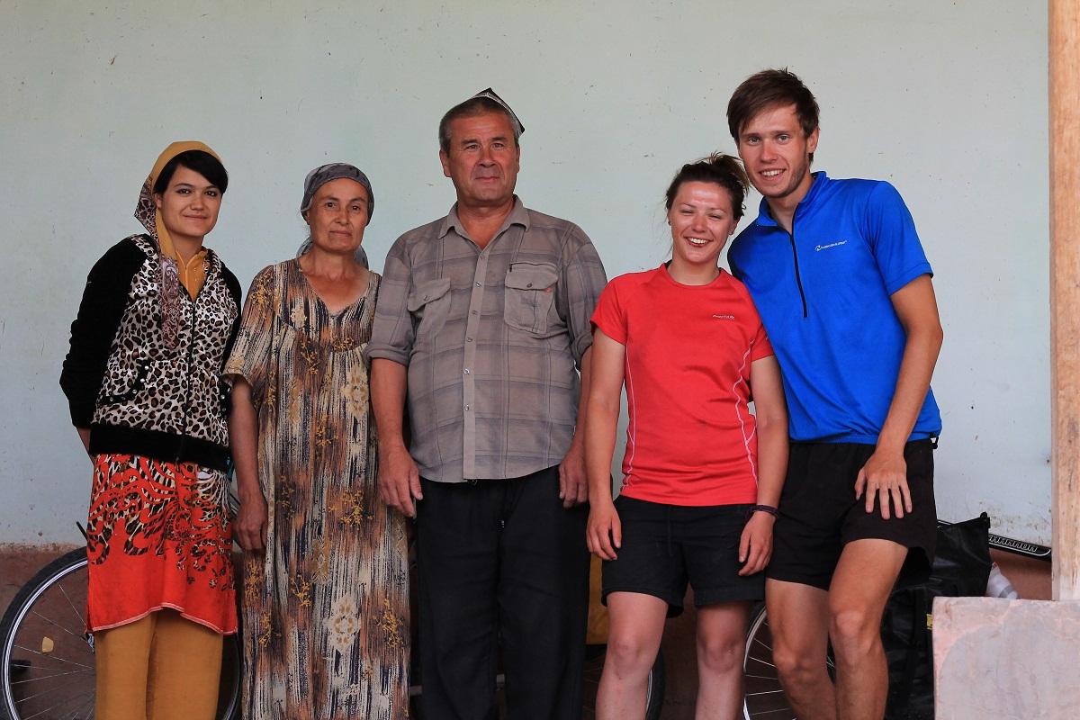 Od lewej: Synowa, Żona Zahira, Zahir, a resztę już znacie.