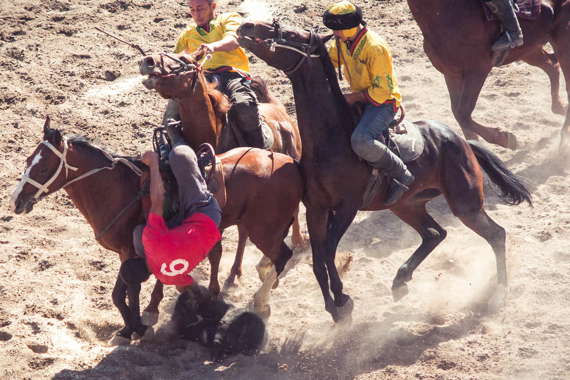 Gra na koniach w azji środkowej