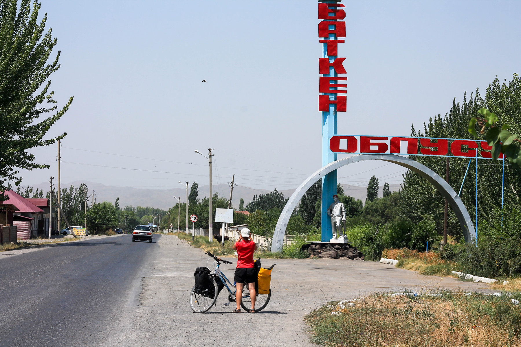 Zmierzamy do Batken - granicznego miasta z Tadżykistanem.