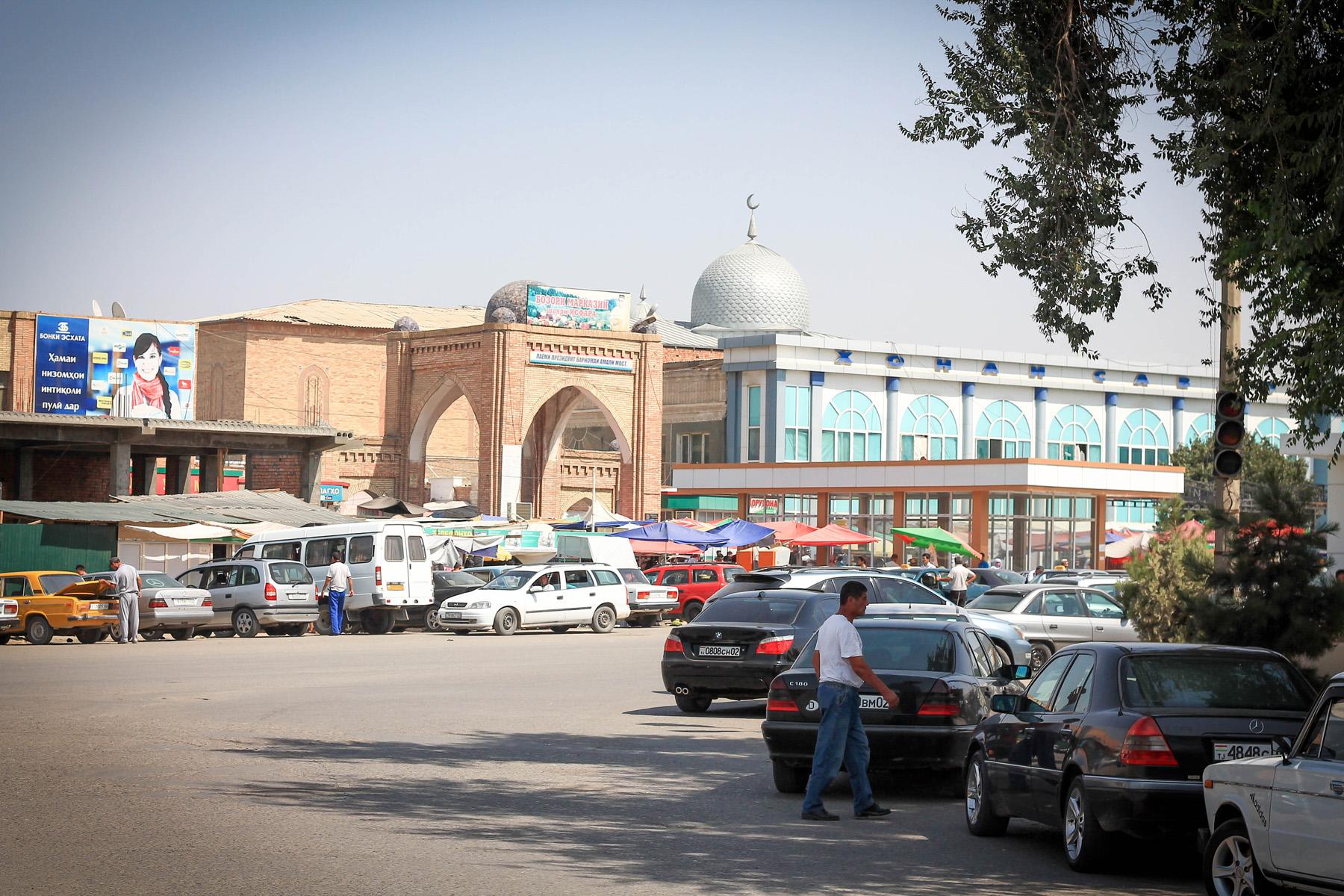 Widok na bazar w Isarze.
