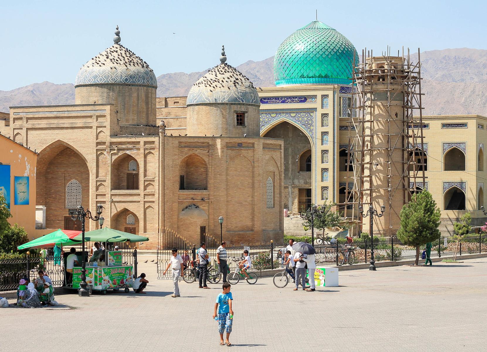 Główny rynek w mieście, z głównym meczetem.