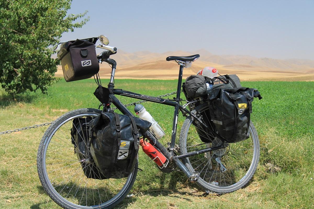 Torba ciągle jeszcze nieźle się trzymająca. Zdjęcie z zeszłorocznego wyjazdu z Iranu.