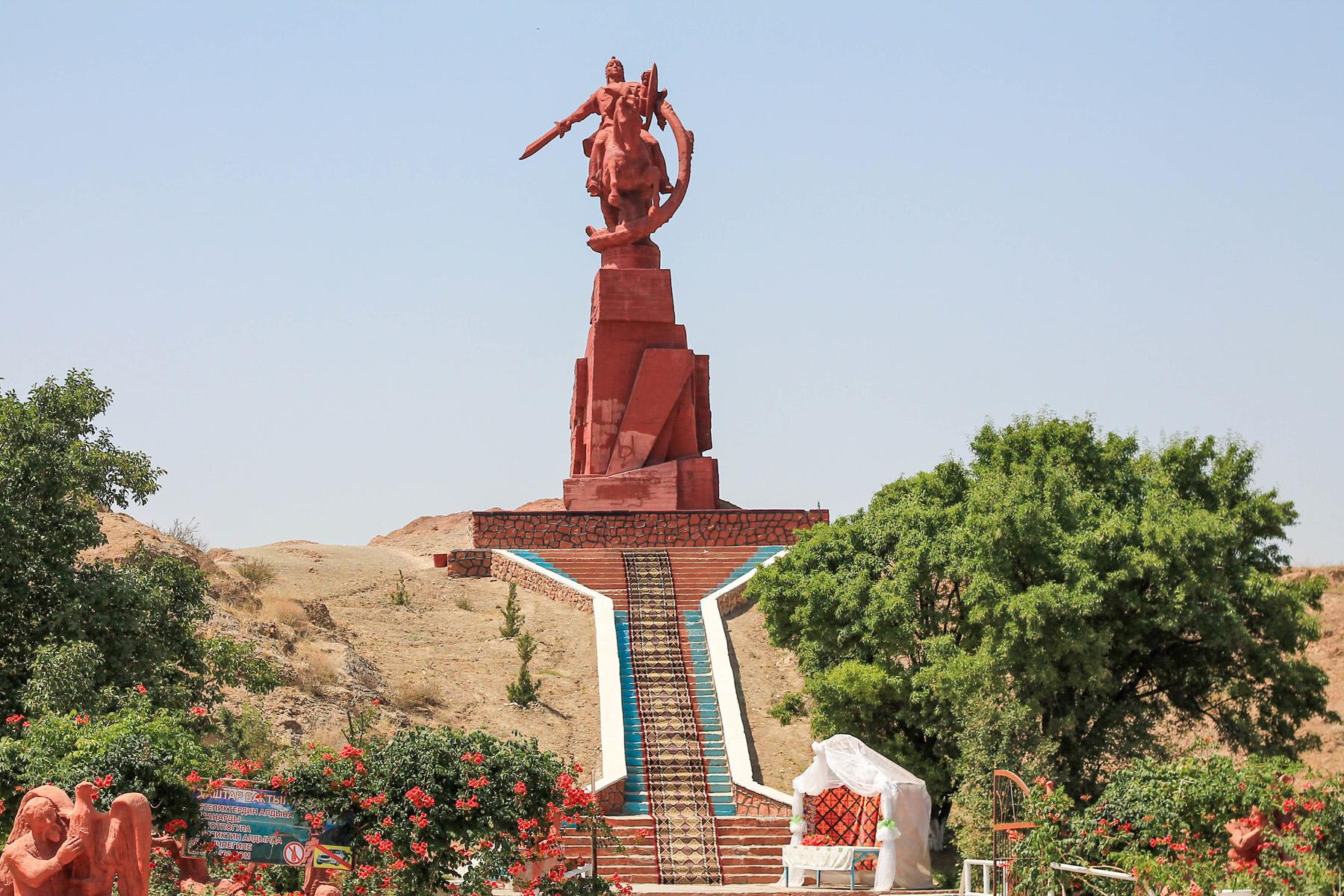Pomnik Manasa, o którym już pisałem wcześniej.