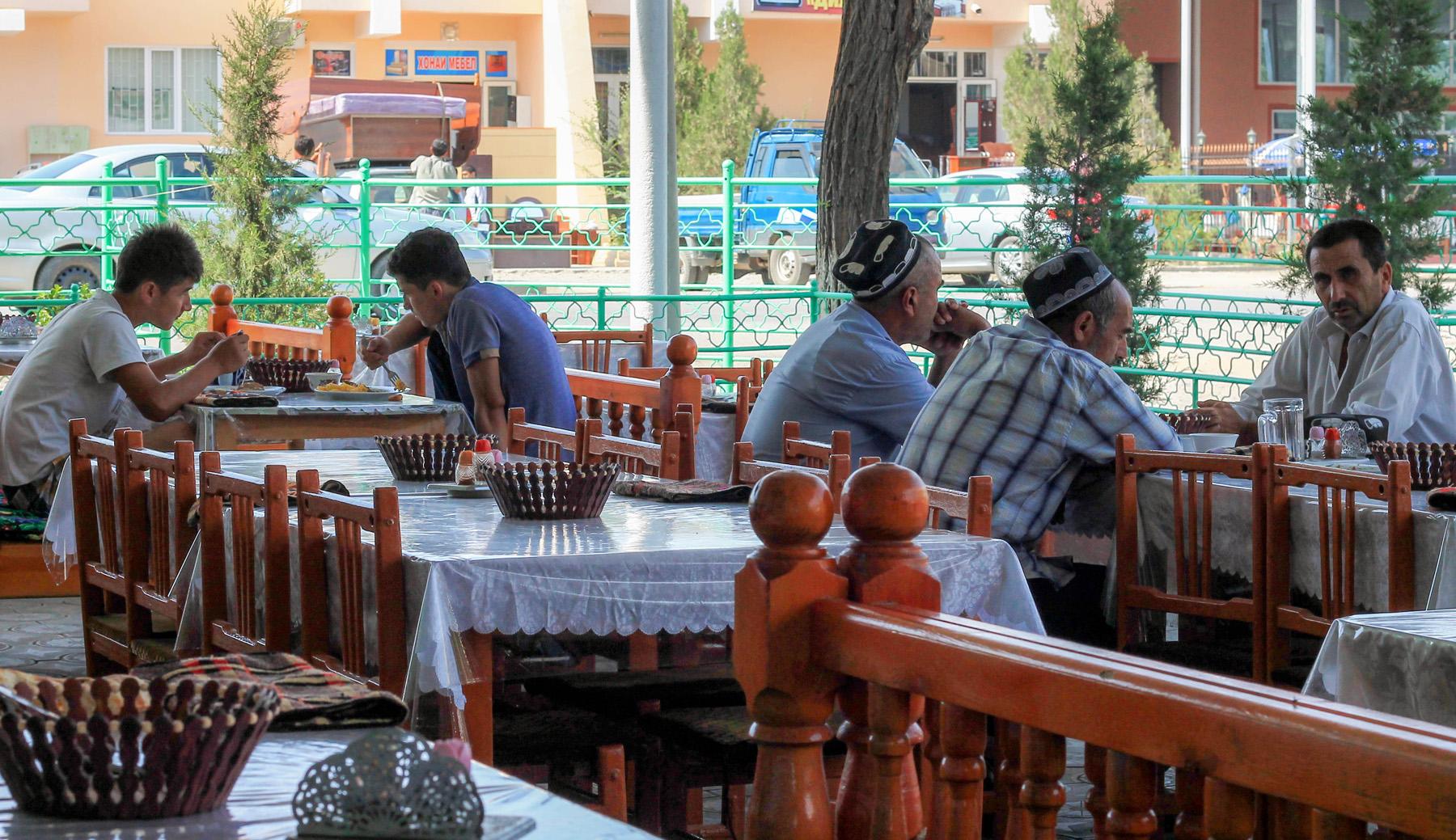 W czajhanie Uzbecy, Kirgizi...