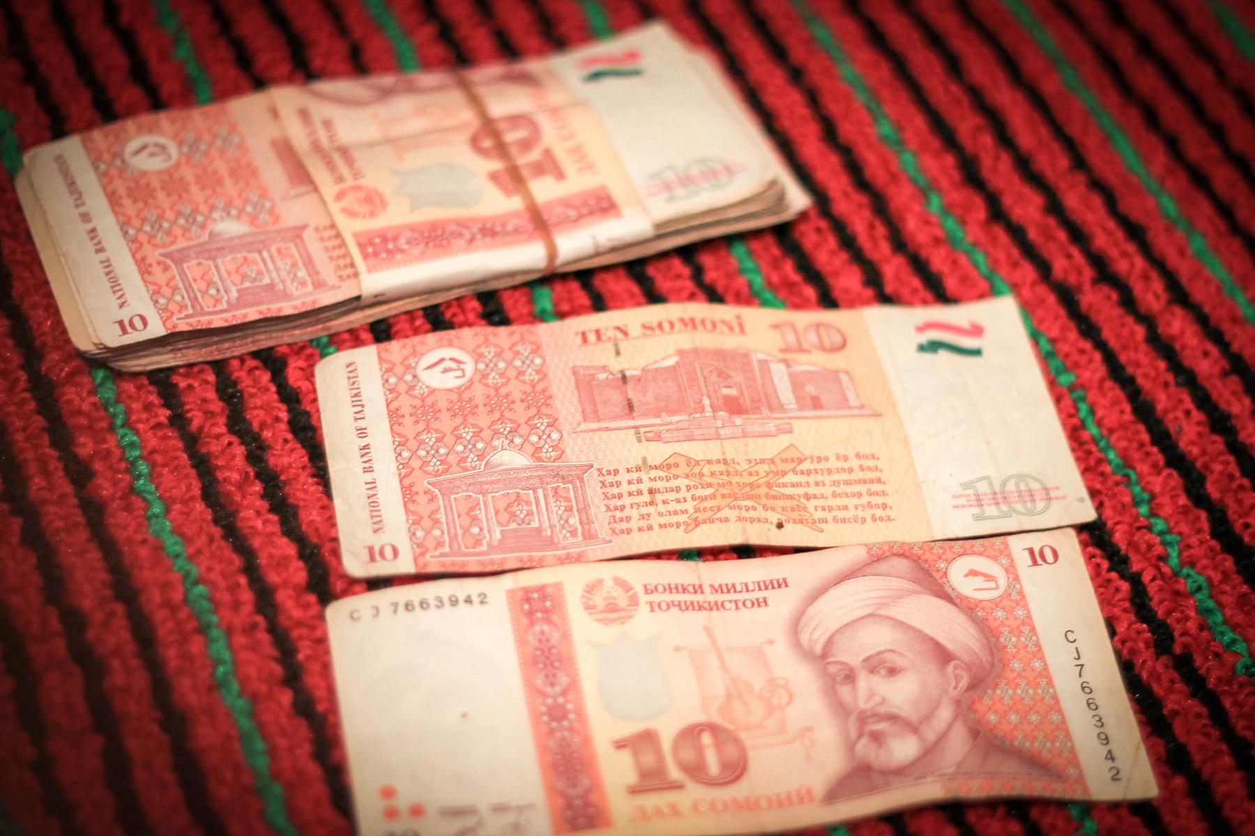 10 tadżyckich somoni, czyli około 6zł.