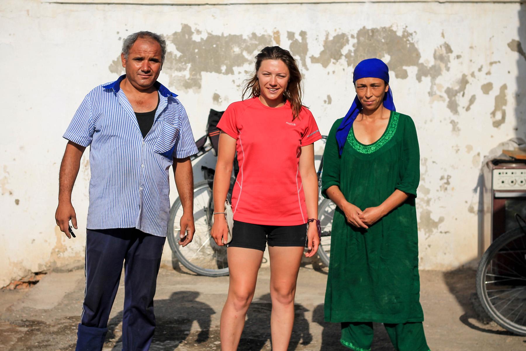 Marta, Malika i mąż, który wczesnym rankiem wrócił z pracy.