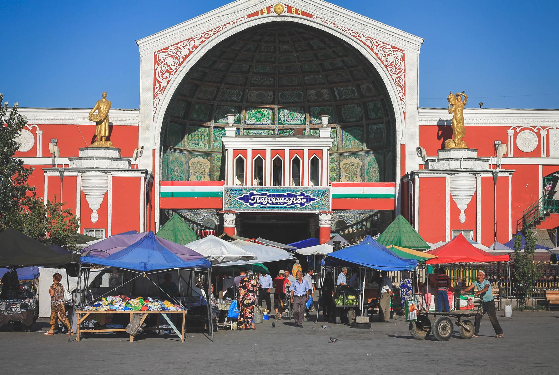Wejście do bazaru.