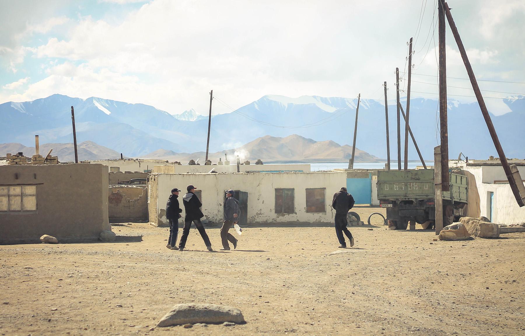 Tadżyckie Karakol, w ogromnej większości zamieszkałe przez Kirgizów.