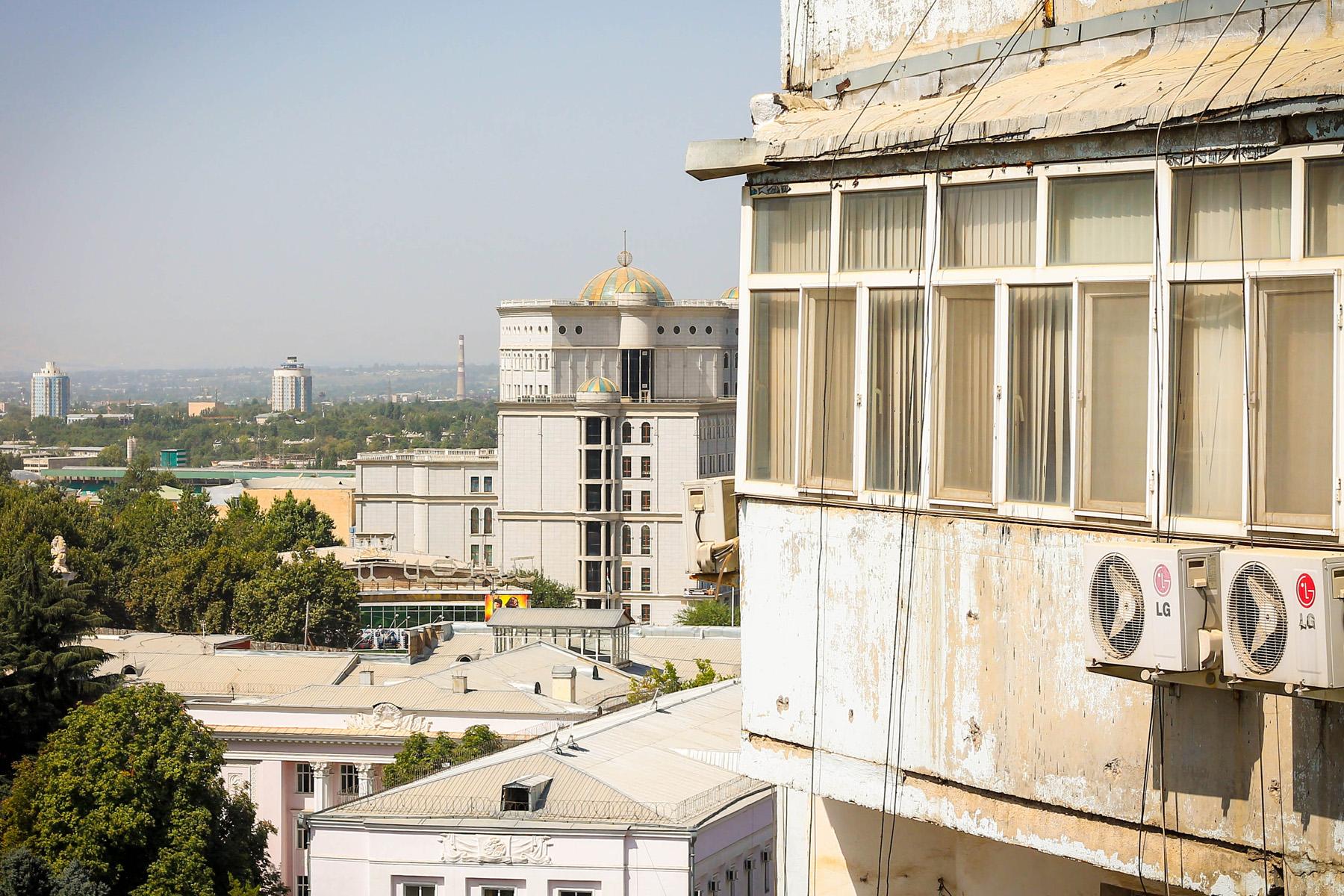 """Miasto ostatnimi czasu trochę się zakurzyło, a winowajcą jest """"Afgani"""" - czyli pył nawiewany znad pustyni Afgańskiej."""