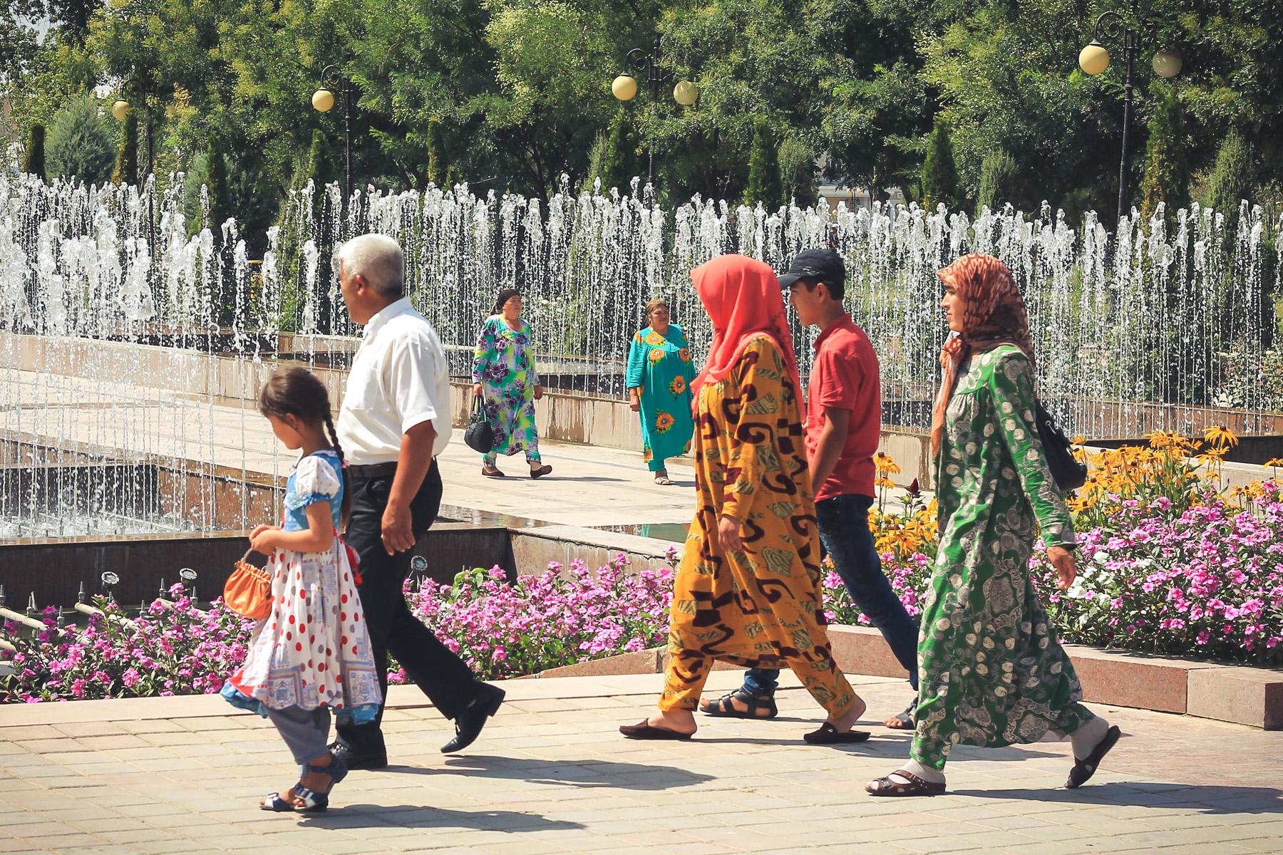 Niemal wszystkie kobiety ubierają się bardzo kolorowo! Według Marty kiczowato, mi się tam podobało! :)