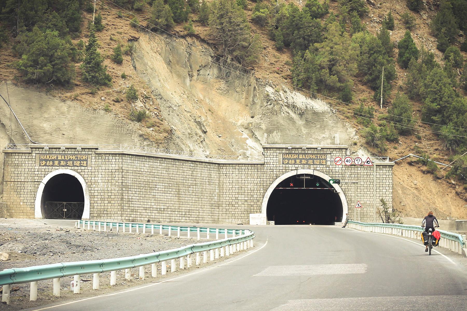 Tunnel Shahristan Anzob