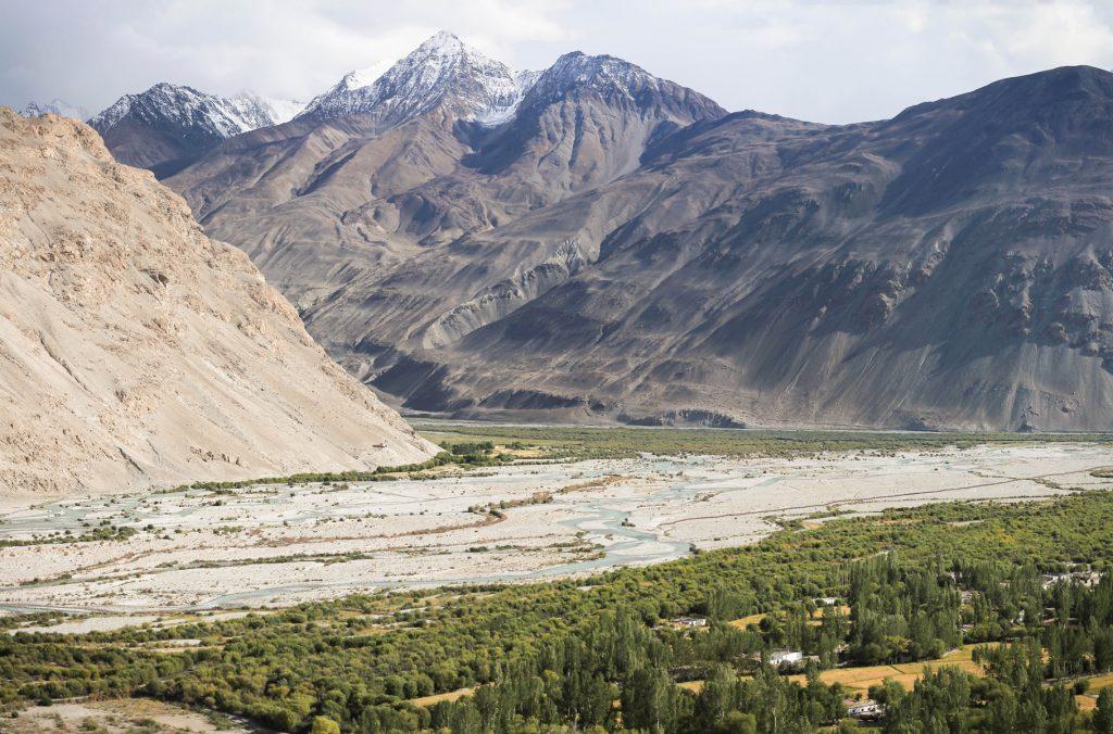 Korytarz Wachański w pełnej krasie. W tym miejscu wpadają do siebie rzeki Pamir i Tworząd rzekę Pandż