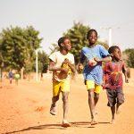 Fotografie dzieci ze 100 krajów świata na Dzień Dziecka!