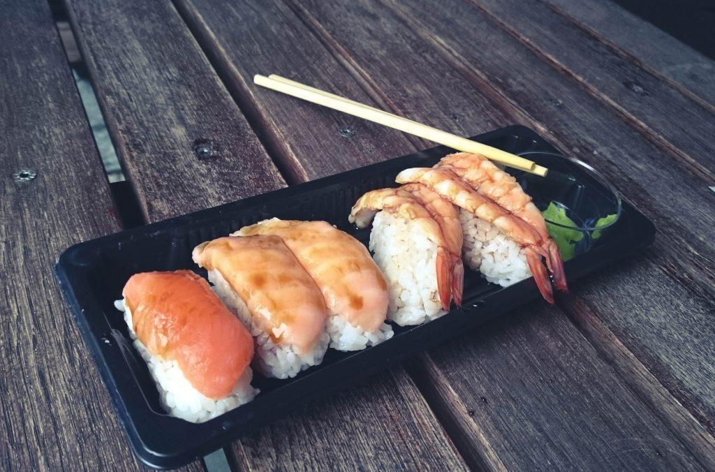 Taaaak! To jest to Sushi, które tak Wam się spodobało na moim Instagramie. Aż 300+ polubień! Ciekawe ile by miało jakbyście się dowiedzieli, że...