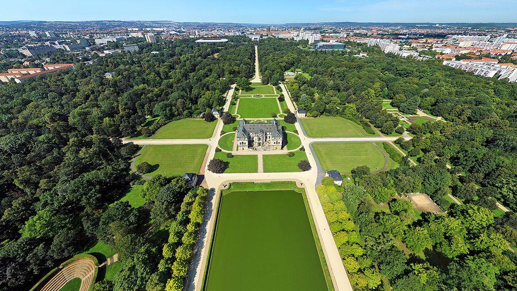 1024px-Luftbildaufnahme_des_Großen_Gartens_in_Dresden