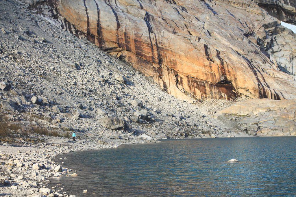 Z całego lodowca spływaponad 10.000 litrów na sekundę.