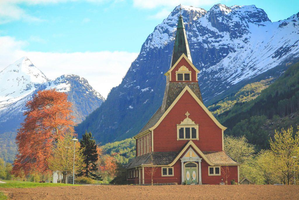 drewniany kościół norwegia