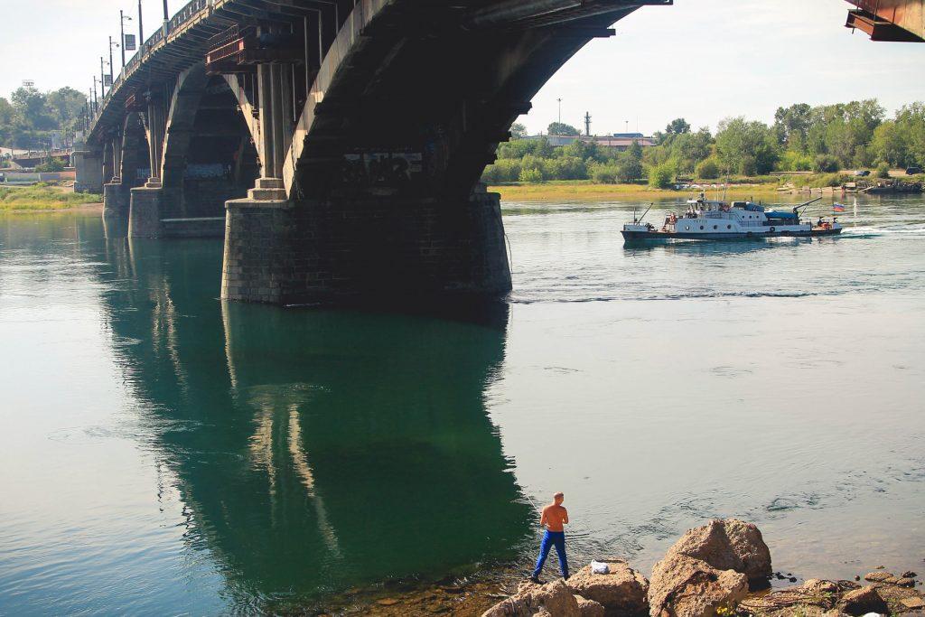 Iruck to miasto leżące przy ujścia rzeki Irkut, a także u progu wielkiej tamy na rzece Angara, do której ta pierwsza wpływa.