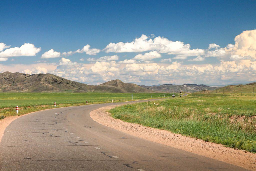 Droga prowadząca do Erdenet...