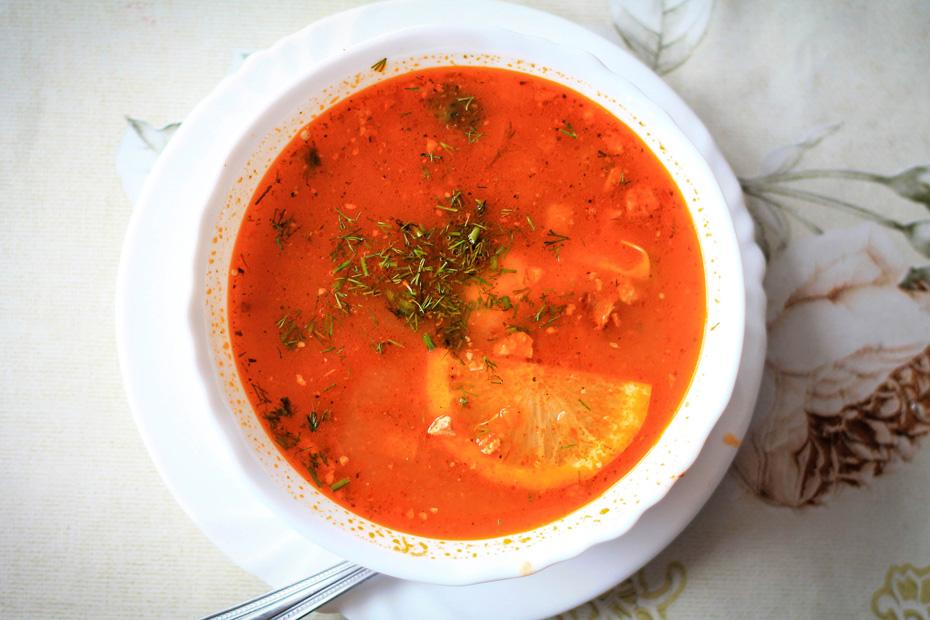 Kuchnia rosyjska zupa soljanka