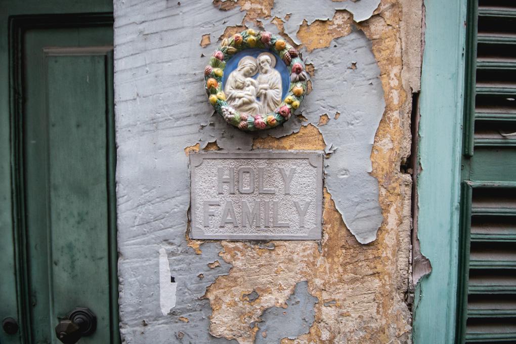 Praktycznie przed każdym wejściem do domu znaleźć można takie oto obrazki świętych