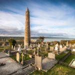 Minarety w Irlandii. Skąd się wzięły te kamienne wieże?