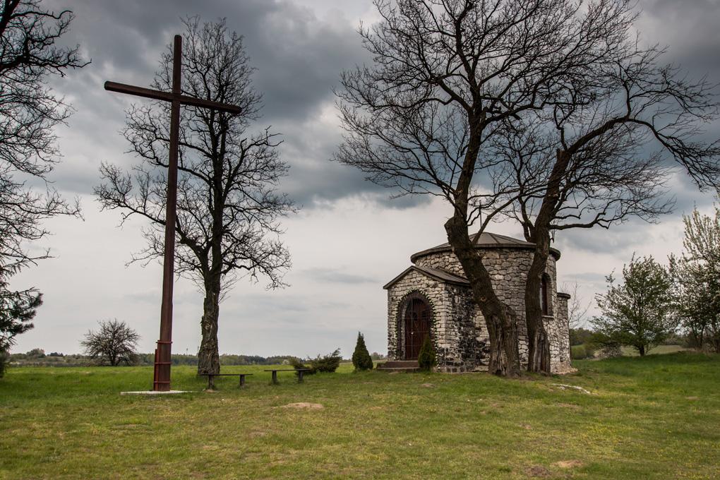 Inne ciekawe miejsca na Jurze, które odwiedziliśmy - kapliczka św. Idziego w Zrębicach całkiem ładnie się komponowała z chmurami ;)