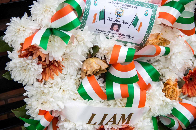 I nagle wszystko się zmienia. Tutaj z kolei liczne ogrody pamięci i murale upamiętniające niewinnie zamordowanych zwolenników przyłączenia się do Irlandii zabitych przez lojalnych Wielkiej Brytanii terrorystów