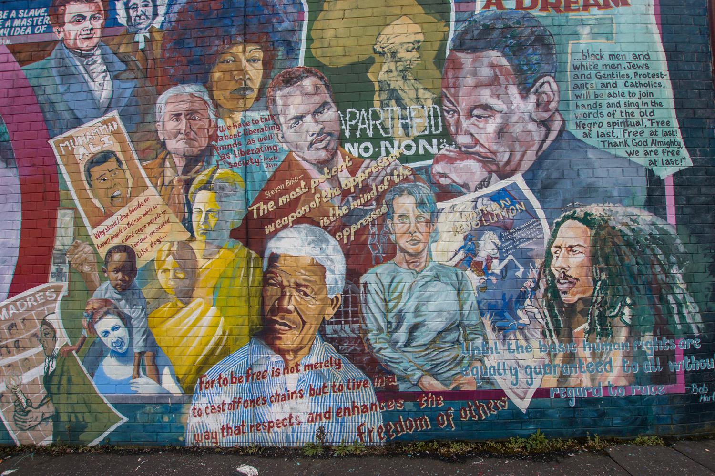 Cytatów z walczących o prawa człowieka, prawa mniejszości ludzi jak Mandela, Luter King, Bob Marley i inni