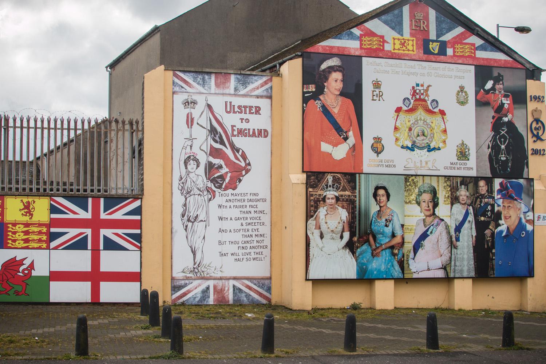 """Jak zresztą widać... """"Ulica Shankill, serce Imperium Brytyjskiego od 60 lat salutuje jej wysokości"""""""