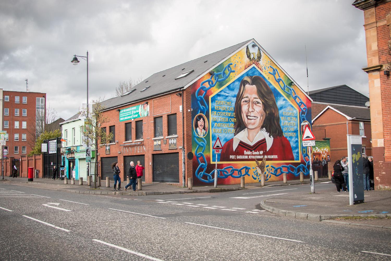 Po stronie Irlandzkiej nie widać jednak aż tylu murali wychwalających IRA jak po drugiej stronie UVF. Ok też są, też upamiętnia się wiele ofiar, jednak tutaj znacznie więcej można zauważyć także murali nawiązujących do pokoju, a także do innych narodów uciśnionych