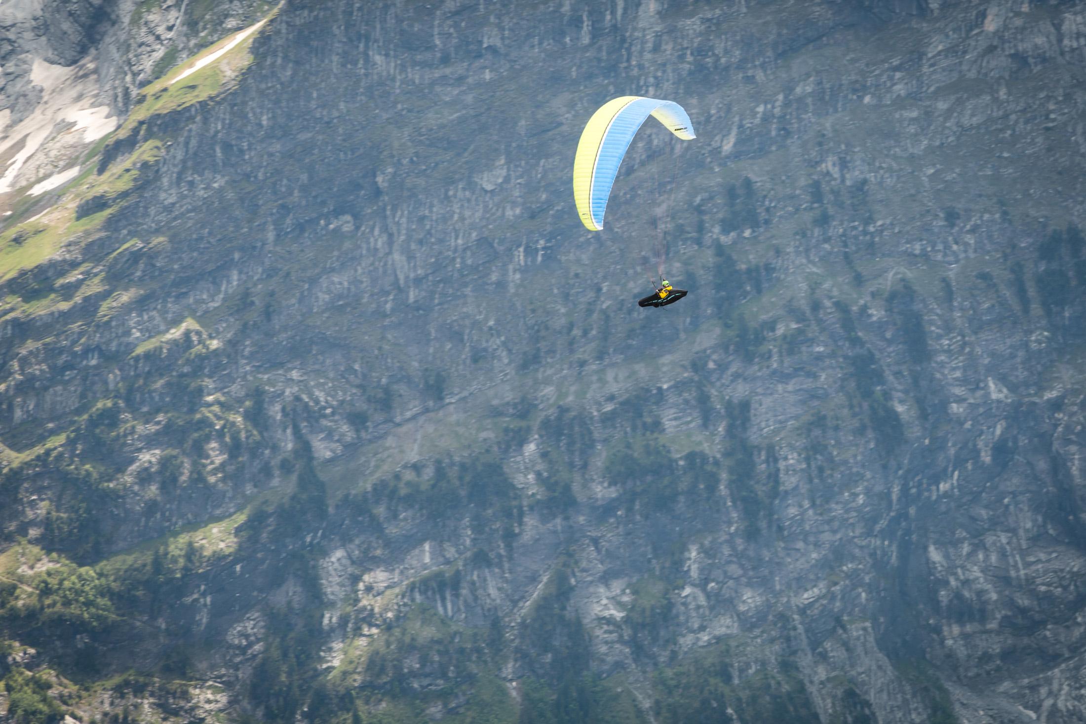 Latanie na paralotniach w Interlaken